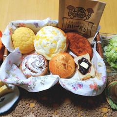 シナモンロール/メロンパン/クリスマスケーキ/スイーツ/焼き菓子/和栗や/... おはようございます☀️😃❗️  立川の大…