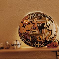 ハロウィングッズ/ハロウィンディスプレイ/ハロウィンインテリア/ハロウィン/DIY/雑貨/... かわいい紙皿を発見したので、ライトを使っ…
