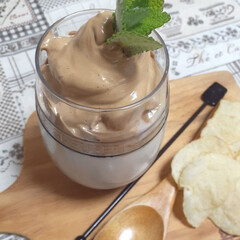 暮らし/おうちカフェ/ダルゴナコーヒー . ダルゴナコーヒー☕ 牛乳はお腹が痛く…(3枚目)
