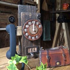 廃材リメイク/セリアリメイク/携帯置き/雑貨/ハンドメイド/DIY/... セリアの時計を使って、電話モチーフの携帯…