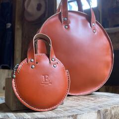 小物入れ/ミニポーチ/工房/作業部屋/ハンドメイド/レザークラフト/... 丸型バッグを作ってたら、 どうして…