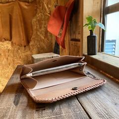 財布/革細工/DIY/レザークラフト/革製品/ハンドメイド/... 久々に長財布を作らせて頂きました‼️ 昨…(2枚目)