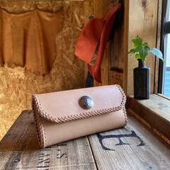 財布/革細工/DIY/レザークラフト/革製品/ハンドメイド/... 久々に長財布を作らせて頂きました‼️ 昨…