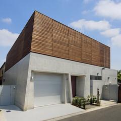 混構造/コンクリート/木造/ルーバー/木製ルーバー/コンクリート打放/... この建物は1階を鉄筋コンクリート造、2階…