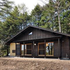 杉板/下見板張り/下見板/大きな屋根/浸透性木材保護塗装/昭和住宅/...  外壁の下見板張りは昭和時代の住宅でよく…