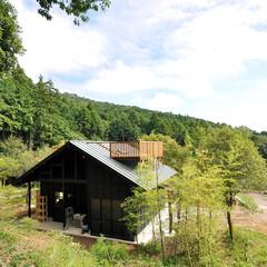 屋根/デッキ/外壁/物見台/小屋/木造/... 屋根の上に設けた木製のデッキから遠くの眺…