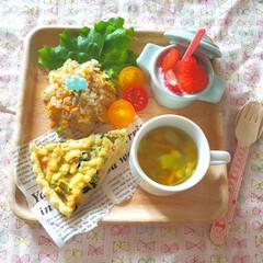 食育/幼児食/こどもごはん/いちご/手作りごはん/ワンプレート/... 菜花を入れた手作りキッシュのプレートごは…