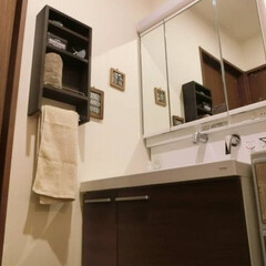 はじめてのフォト投稿/洗面所/収納/壁美人/インテリア/ブラウンインテリア 我が家の洗面所😊✨ 収納が少なく、タオル…