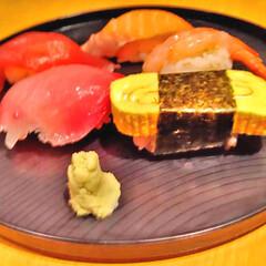 三好俊明/寿司/握り/新鮮/ネタ/おうちご飯/... お寿司今日は 卵、マグロ、サーモン、甘エ…