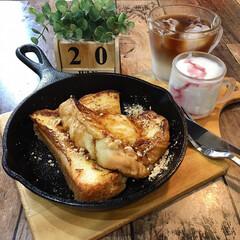 お家カフェ/朝ごはん/朝ゴパン/フォロー大歓迎/至福のひととき/LIMIAごはんクラブ/...  今日の朝ごはんは スキレットで フレン…