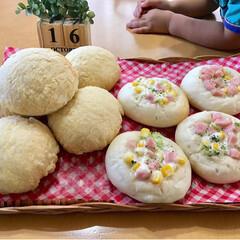 手作りパン/パン焼き/パン/暮らし  メロンパンと惣菜パン。  末っ子がガッ…