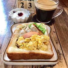 お家ごはん/朝ごはん/わたしのごはん  昨日の朝食。  くり抜き食パンに 前日…