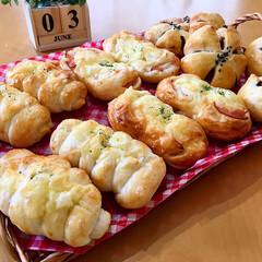焼き立てパン/手作りパン/フォロー大歓迎/至福のひととき/LIMIAごはんクラブ/おうちごはんクラブ/...  焼き立てパン  ・ちくわチーズパン ・…