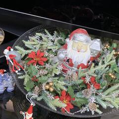 1:00均/変わり種サンタ/クリスマス/サンタ/リース/ダイソー/... リースをお皿に飾り真ん中にサンタさん🎅 …