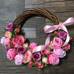 リースブーケ/リース/令和元年フォト投稿キャンペーン/令和の一枚/至福のひととき/LIMIAインテリア部/... ピンク系のお花で、籠?バック風のリース💕…