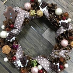 クリスマス/デコ/リース/キャンドゥ/ダイソー/セリア/... ダイソーの松ぼっくりのリース台に、またま…