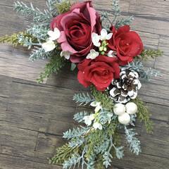 クリスマススワッグ/スワッグ/クリスマス/キャンドゥ/ダイソー/セリア/... スワッグ❣️ クリスマス用に赤いバラとグ…