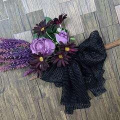 ハロウィン/魔女の箒/雑貨/インテリア/ハンドメイド/100均/... 魔女の箒🧹🧙♀️ 箒は、お花で作り、大…