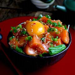 今日の晩ご飯/至福のひととき/LIMIAごはんクラブ/おうちごはんクラブ 今日の晩御飯はサーモンユッケ丼。  家族…