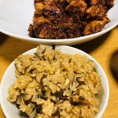 おうちごはん/節約 しいたけと舞茸の炊き込みご飯🍚 鳥唐揚げ…