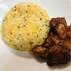 おうちカフェ お家ご飯🍚 卵とニラのチャーハン 鳥唐揚…