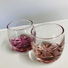 ピンク 春らしくピンクのグラスを 買いました😊 …