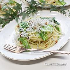 パスタ/スパゲティ/食器好きな人と繋がりたい/料理好きな人と繋がりたい/和服ペペロンチーノ/ペペロンチーノ/... しらすとキャベツのペペロンチーノ🌶  …(1枚目)