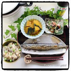 生活の知恵/おうちごはん/節約/簡単/時短レシピ/ラク家事/... 秋刀魚の塩焼きとかぼちゃの煮物🎃  …