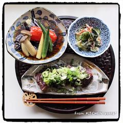 料理好きな人と繋がりたい/和食器好きな人と繋がりたい/夏野菜の揚げ浸し/きゅうりの酢の物/かつおのタタキ/チャチャっと飯/... かつおのタタキ🐟to夏野菜の揚げ浸し🍆d…