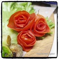 薔薇🌹のつもり/ベジタブルカービング/カービング/タイカービング/芽キャベツのバルサミコ炒め/アスパラとベビーホタテのバターレモ.../... コストコで仕入れた野菜を使った✨ワンプレ…(5枚目)