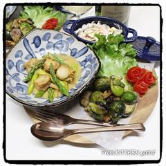 薔薇🌹のつもり/ベジタブルカービング/カービング/タイカービング/芽キャベツのバルサミコ炒め/アスパラとベビーホタテのバターレモ.../... コストコで仕入れた野菜を使った✨ワンプレ…