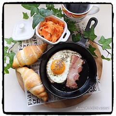 アカシアプレート/朝食/ワンプレートごはん/スキレット/塩パン/テスト/... 塩パン🥐with目玉焼き🍳  おはよ…
