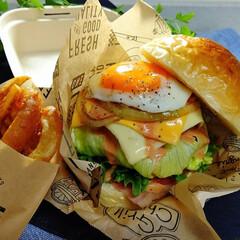 おうちパン/ランチ/お弁当/グルメバーガー/ハンバーガー弁当/ハンバーガー ハンバーガー弁当🍔  ポテト&オニオンリ…