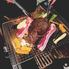 家族時間/家族団らん/サムギョプサル/ステーキ/アウトドア/BBQ/... キャンプ飯。 肉と野菜を焼くだけ✧︎ 牛…