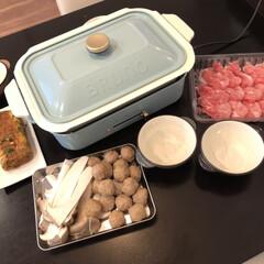 東急ハンズ ブルーノ コンパクトホットプレート レッド | BRUNO(たこ焼き器)を使ったクチコミ「おうちでしゃぶしゃぶ。 暑くてムシムシし…」(1枚目)