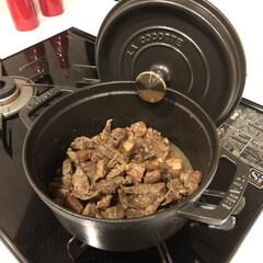 STAUB ストウブ ピコ・ココット ラウンド/18cm ブラック/容量1700cc | ストウブ(圧力鍋)を使ったクチコミ「大好きな牛スジを。 ことことコトコト煮込…」