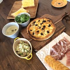 ケヴンハウン 木製 カッティングボード&モーニングトレイ 122 S KEVNHAUN | 佐藤商事(まな板)を使ったクチコミ「本日のピザはドライトマトとアンチョビで。…」