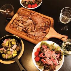ケヴンハウン 木製 カッティングボード&モーニングトレイ 122 S KEVNHAUN   佐藤商事(まな板)を使ったクチコミ「おうちごはん☺︎ いつものお肉と娘が育て…」