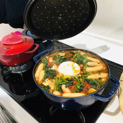 STAUB ストウブ ピコ・ココット ラウンド/28cm グランブルー/容量5900cc   ストウブ(圧力鍋)を使ったクチコミ「トマト鍋✧︎ カマンベールチーズを真ん中…」