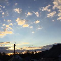 今日の夕焼け/定位置観測/いま空/夕焼け大好き/夕暮れ風景 日没 17:06 今日も一日お疲れ様でし…