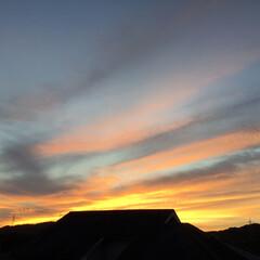 いま空/夕焼け/夕焼け雲/夕暮れ風景 日没 18:13 今日も一日お疲れ様でし…
