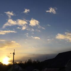 いま空/夕焼け大好き/定位置観測/夕暮れ風景/今日の夕焼け 日没 16:57 今日も一日お疲れ様でし…