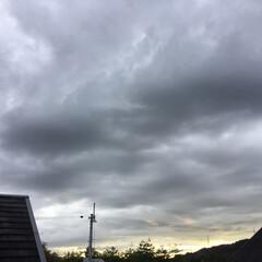 いま空/夕焼け雲/夕焼け/夕暮れ風景 日没 18:12 今日も一日お疲れ様でし…