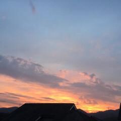 今の空/夕焼け雲/夕焼け/夕暮れ時 日没 19:11 今日も一日お疲れ様でし…(2枚目)