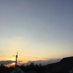 三日月/いま空/夕焼け大好き/定位置観察/夕暮れ風景/今日の夕焼け 日没 17:14 今日も一日お疲れ様でし…