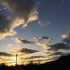 いま空/今日の夕焼け/夕暮れ風景/夕焼け大好き/定点観測 日没 16:51 今日も一日お疲れ様でし…