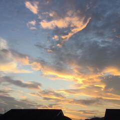 明日は満月🌕/夕焼け雲/夕焼け大好き/夕焼け 日没 19:02 今日も一日お疲れ様でし…