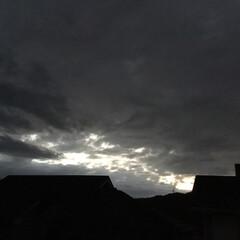 いま空/夕暮れ風景/夕暮れ時/夕焼け雲/夕焼け 日没 18:11 今日も一日お疲れ様でし…