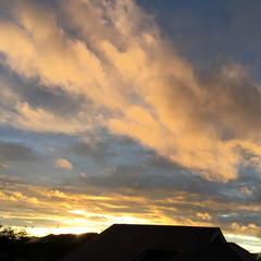 いま空/今日の夕焼け/夕焼け雲/夕暮れ風景 日没 17:52 今日も一日お疲れ様でし…