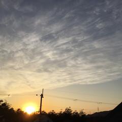 いま空/今日の夕焼け/夕暮れ風景/夕焼け大好き/定位置観測 日没 16:49 今日も一日お疲れ様でし…